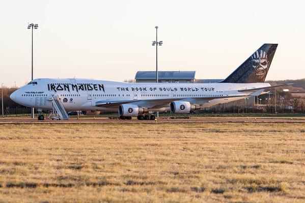 ed-force-one-2016-the-book-of-souls-tour-iron-maiden-boeing-747-400-1