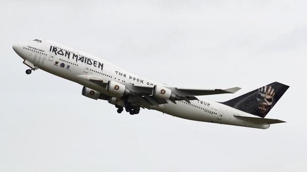 ian-grinter-ed-force-one-iron-maiden-flight-666-2016-the-book-of-souls-tour-boing