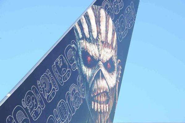 ed-force-one-2016-the-book-of-souls-tour-iron-maiden-boeing-747-400-13