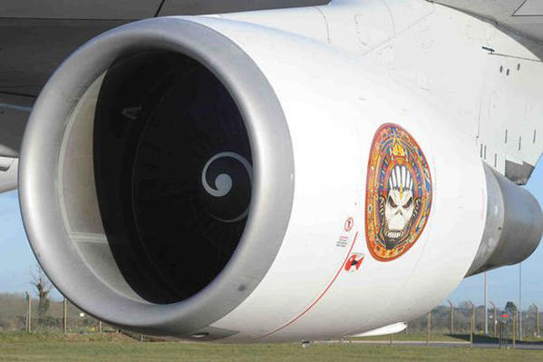 ed-force-one-2016-the-book-of-souls-tour-iron-maiden-boeing-747-400-14
