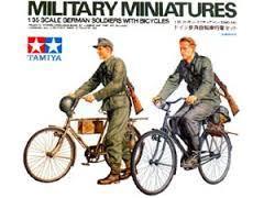 Resultado de imagem para GERMAN SOLDIERS WITH BICYCLES 1/35 TAMIYA